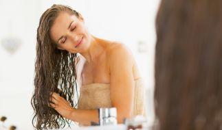 Haare waschen ohne Shampoo - gesund oder eklig? (Foto)