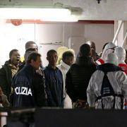 Kapitän von Flüchtlingsschiff festgenommen (Foto)