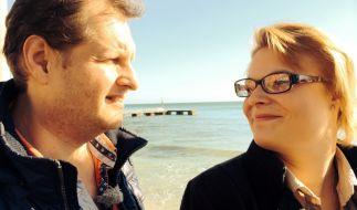 Jens Büchner stellt den Auswanderer-Zuschauern seine neue Freundin Sarah vor. (Foto)