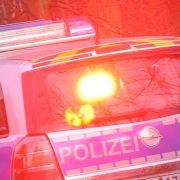 Motorradfahrer rast mit 180 km/h in Polizist (Foto)