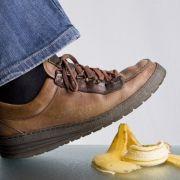 Beinbruch nach Ausrutscher auf Bananenschale (Foto)