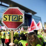 Demo vor Deutscher Bank: Postbank-Mitarbeiter wollen Kündigungsschutz (Foto)