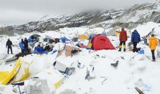 Das Basislager am Mount Everest wurde durch eine Lawine komplett zerstört. (Foto)