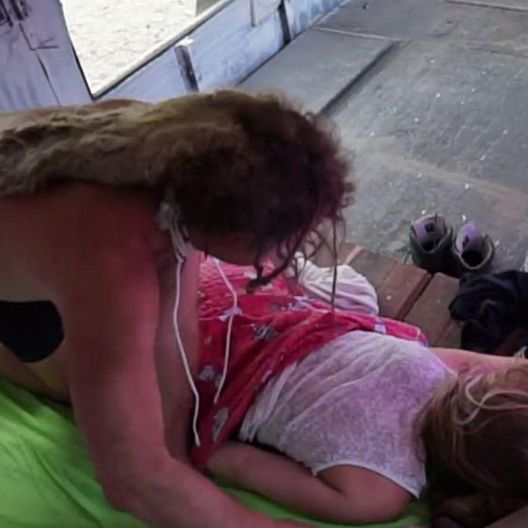 Der erste Sex: Candy verwöhnt Viktoria live im TV (Foto)
