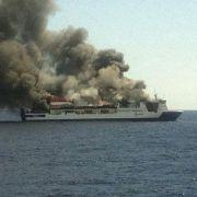 156 Menschen vor Mallorca von brennender Fähre gerettet (Foto)