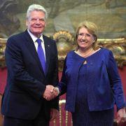 Gauck besucht Flüchtlingszentrum auf Malta (Foto)
