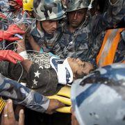 Junge und Baby nachTagen aus Trümmern gerettet (Foto)