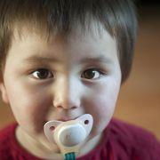 Bizarrer Diebstahl! Mann klaut Kleinkindern den Nuckel (Foto)
