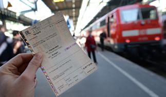 Fällt ein Zug streikbedingt aus, können sich Kunden ihr Ticket bei der Deutschen Bahn erstatten lassen. (Foto)