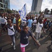Netanjahu sagt äthiopischen Juden Hilfsprogramm zu (Foto)
