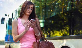 Beim Abschluss eines Mobilfunkvertrages tappen viele Verbraucher schnell in die Kostenfalle. (Foto)