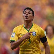 Platz 18: Der Brasilianer Thiago Silva kickt für Paris Saint-Germain. Im Gegenzug bekommt er 17,8 Millionen Dollar (ca. 15,7 Millionen).