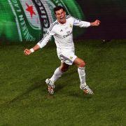Platz 4: Der Waliser Gareth Bale hat allen Grund zum Jubeln. Real Madrid zahlt ihm 34,9 Millionen Dollar (ca. 30,7 Millionen Euro).