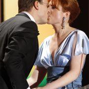 Bei der Verleihung der Goldenen Kamera 2011 machte Monica Lierhaus ihrem Lebensgefährten öffentlich einen Heiratsantrag, der diesen auch annahm.