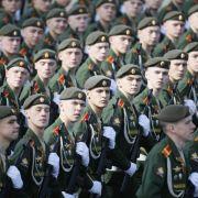 Größte russische Militärparade in Moskau begonnen (Foto)