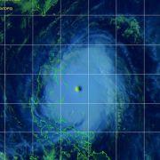 Taifun «Noul» bricht mit Regen und Orkanböen über Philippinen herein (Foto)