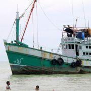 Hunderte Menschen zurück aufs Meer geschickt (Foto)