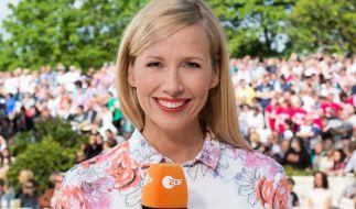"Andrea Kiewel führt durch die ""ZDF-Fernsehgarten""-Saison 2015. (Foto)"