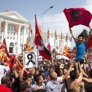 Zehntausende Mazedonier demonstrieren gegen Regierung (Foto)