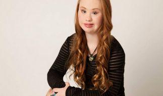 Madeline Stuart posiert bei einem Fotoshooting und zeigt, dass auch Menschen mit Behinderungen schön sein können. (Foto)
