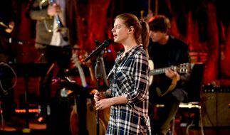 """Yvonne Catterfeld ist bei """"Sing meinen Song"""" 2015 zu Tränen gerührt. (Foto)"""