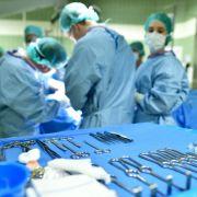 Arzt vergisst Smartphone in Patientin (Foto)