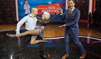 """Bei """"Hirschhausens Quiz des Menschen"""" wirbelt die 80-jährige Paddy Jones über die Tanzfläche. (Foto)"""
