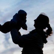 «Babywatching» stärkt Empathie und Sprache von Kindern (Foto)