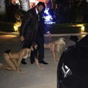Dieser Sex-Proll führt seine Frauen Gassi (Foto)