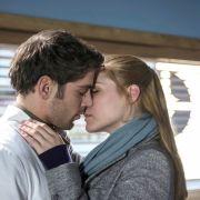 Heiße Küsse! Lässt Dr. Ahrend Julia abblitzen? (Foto)