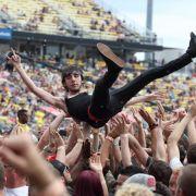 Beliebter Spaß auf Festivals: Crowd Surfing