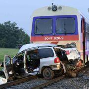 Fünf Tote bei Unfall an Bahnübergang in Österreich (Foto)
