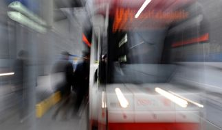 Ein Mann ist in Dortmund von einer Straßenbahn drei Kilometer mitgeschleift worden. (Foto)