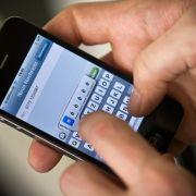 Umfrage: Handynutzer schauen in Meetings gern aufs Smartphone (Foto)