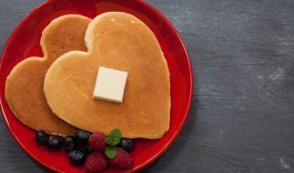 Rote Teller sollen angeblich dafür sorgen, dass wir weniger essen. (Foto)