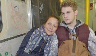 Mieze (Franziska van der Heide) und Jonas (Felix van Deventer) steht der Sinn nach einer Party - doch sind Miezes Punk-Freunde von der Straße auch bei der Fete willkommen? (Foto)