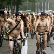 Nacktes Rennen sorgte bei Radler für Erektion (Foto)