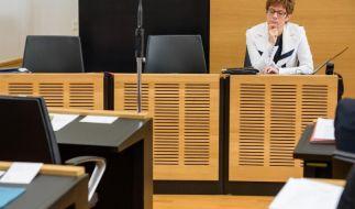 SPD: Kramp-Karrenbauer setzt Homo-Ehe mit Inzucht gleich (Foto)