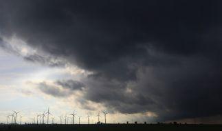 Unwetter und Sturmböen leiten am Wochenende die Schafskälte ein. (Foto)