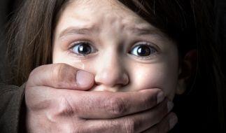 In den USA wurde ein Mädchen zunächst von einem Mann und dann von dessen Sohn missbraucht. (Foto)