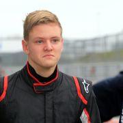 Crash bei Formel 4! So geht es Schumis Sohn (Foto)