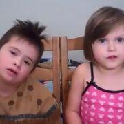 Rührend! Kleines Mädchen erklärt, warum ihr Bruder perfekt ist (Foto)
