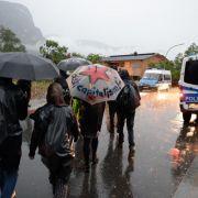 G7-Gegner blockieren Bundesstraße bei Garmisch-Partenkirchen (Foto)