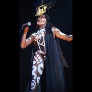 Mit 67 Jahren: Grace Jones nackt auf der Bühne! (Foto)