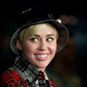 Miley Cyrusliebt Männer und Frauen, seit sie 14 ist (Foto)