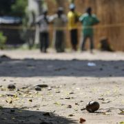 Burundis Präsident stimmt neuem Wahlzeitplan zu (Foto)