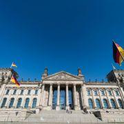 Medien: Bundestag benötigt neues Computer-Netzwerk (Foto)