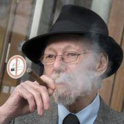 Streit um Raucher Adolfs: Vermieterin muss nachliefern (Foto)