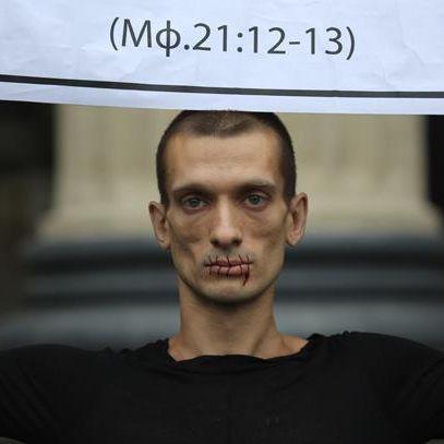 Mit Blut und Schmerzen gegen Putin! (Foto)