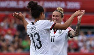 Celia Sasic (links) und Anja Mittag wollen wieder jubeln. (Foto)